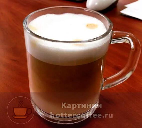 Макиато с кофейными пятнышками на пенке