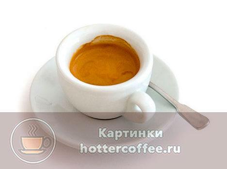 Ристретто подают в маленьких чашечках для эспрессо