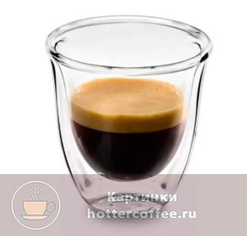 Маленькие стеклянные бокалы - хороший вариант для подачи этого напитка